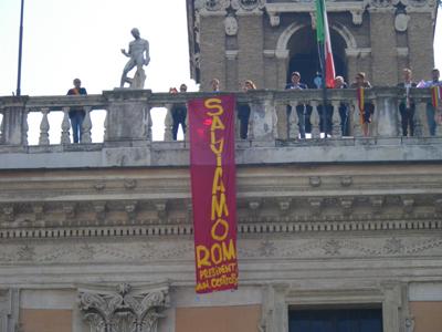 """""""Salviamo Roma"""": torretta del Campidoglio occupata per protesta"""