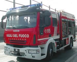 Cisterna di Latina: capannone tessile in fiamme, non si esclude incendio doloso