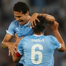 Derby alla Lazio. Apre Osvaldo, ribaltano Klose e Hernanes