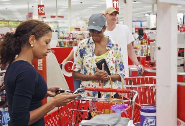USA: la First Lady al supermercato: scoppiano le polemiche