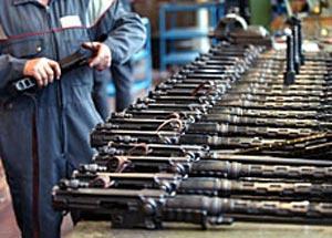 Roma: traffico di armi e droga, sgominata organizzazione internazionale