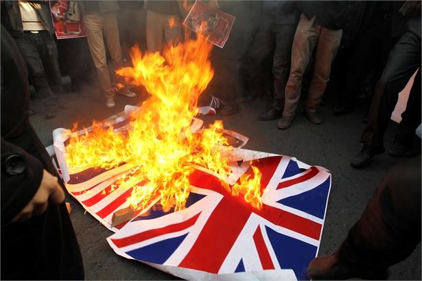 Teheran: assalto all'ambasciata britannica, liberi i 6 ostaggi