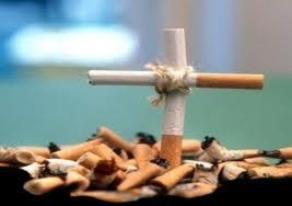 La rivoluzione sui pacchetti di sigarette: più messaggi negativi