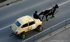 """Prezzo del carburante, ancora rincari: il diesel è """"più veloce"""" della benzina"""