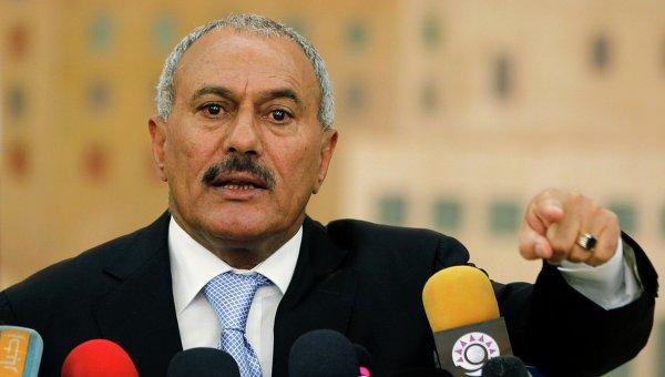 Yemen, concessa l'immunità a Saleh. Feroci proteste in strada