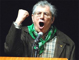 Scandalo Lega: Bossi si dimette