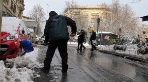 Roma, allarme neve: scuole e uffici pubblici chiusi anche lunedì