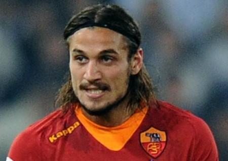 La Roma brucia il Genoa in due minuti con Osvaldo. Capitolini a quattro punti dalla Lazio
