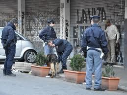 Roma: blitz della polizia a San Basilio, trovate armi e droga