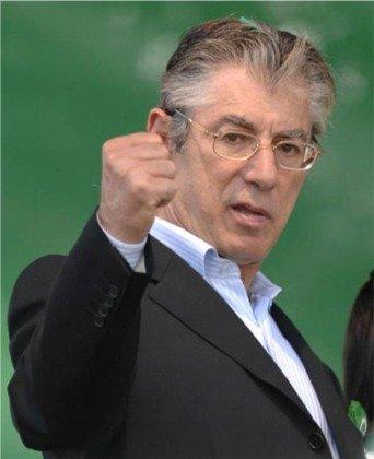 La provocazione di Bossi su Monti suscita l'indignazione di esponenti politici