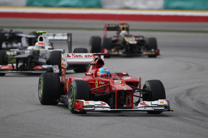 Formula 1: in Malesia è trionfo rosso, Alonso beffa tutti