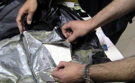 Cocaina in  scarpe e pentole: sequestrati 15 chili di droga a Fiumicino