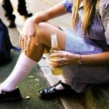 Alcol e adolescenti: il primo bicchiere in famiglia
