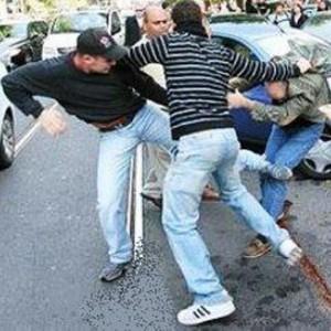 Roma, liceali antifascisti aggrediti nel parco di Aguzzano