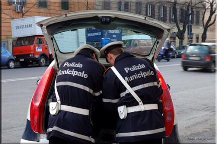 Roma: anziano denuncia aggressione da vigili urbani di Ostia