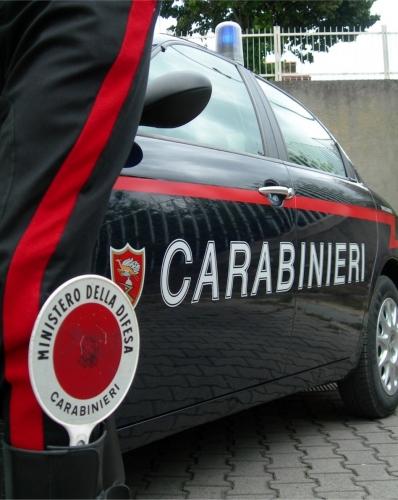 Prato: tenta di uccidere la fidanzata a coltellate, arrestato