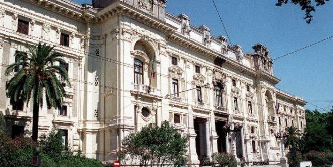 Studiosi e social: i 15enni italiani sotto la lente dell'Ocse