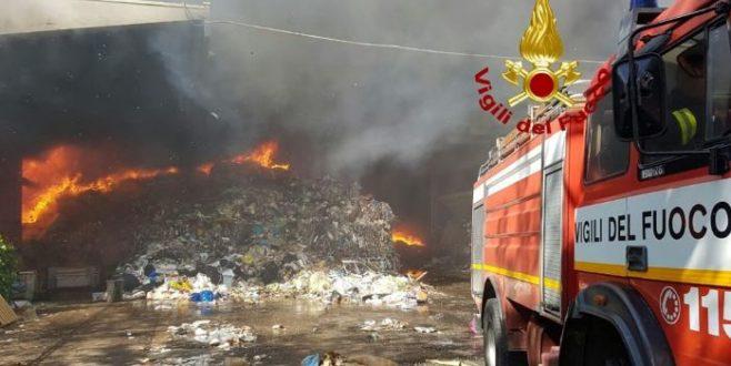 Incendio Eco X di Pomezia, il Codacons invia esposto alla Procura di Velletri